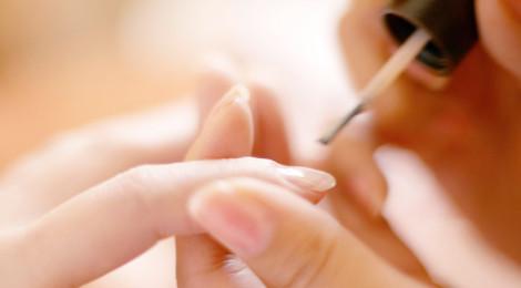 ¿Cómo pintarse bien las uñas?